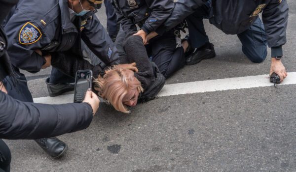 """New,York,,Ny,€"""",October,25:,Nypd,Police,Officers,Arrest"""